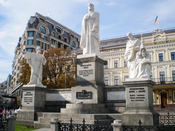 Памятник княгине Ольге, Апостолу Андрею, Кириллу и Мефодию